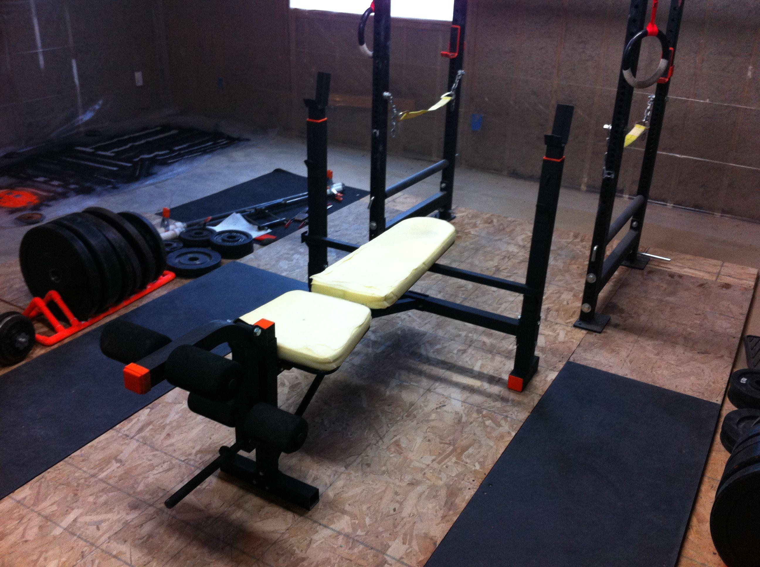 Powerlifting garage gym guy